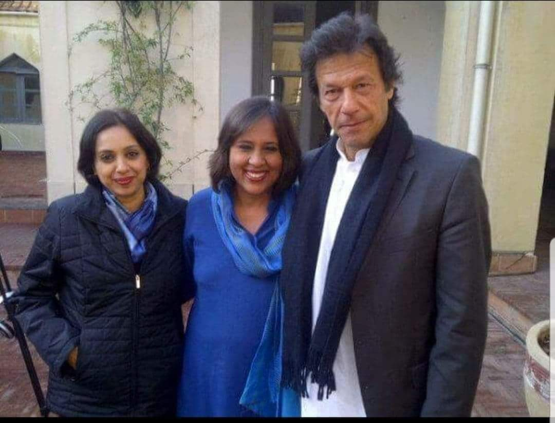 Cute couple! Burkha smiling like a Cheshire Cat! <br>http://pic.twitter.com/oNmCn4auiR