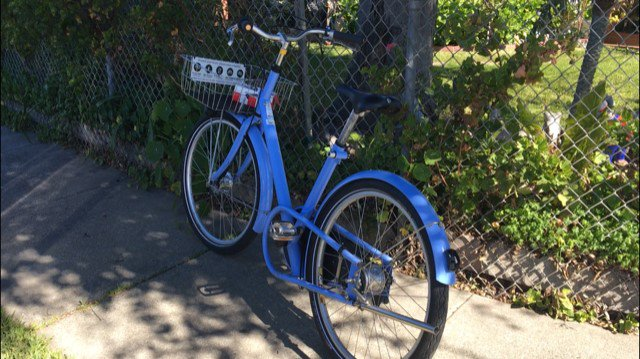 AT 6: East Palo Alto has a problem with Facebook's free bikes. @RHandaNBC shows why the employee perks are causing problems with neighbors and police. Watch NBC Bay Area News on channel 11, cable 3, or streaming live:  https://t.co/cnCfalzkN1