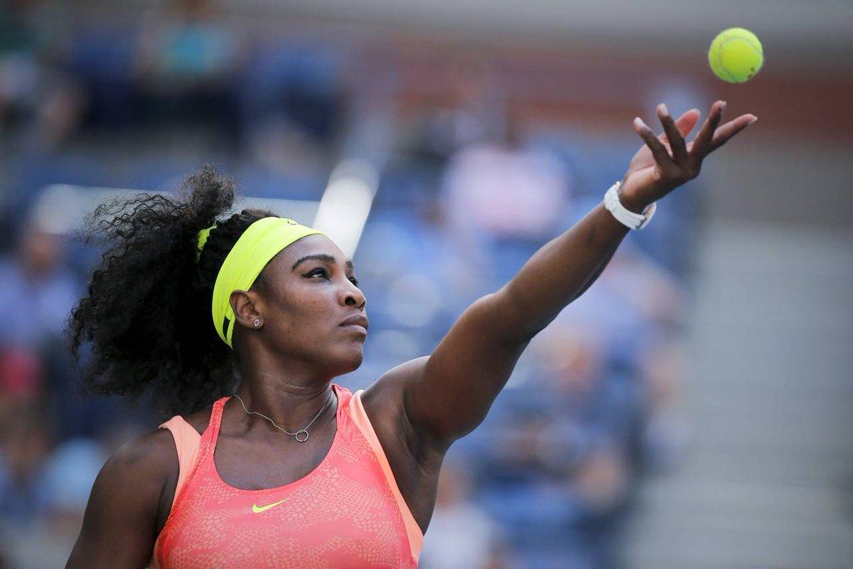 Photo of Serena Williams/Black woman playing tennis