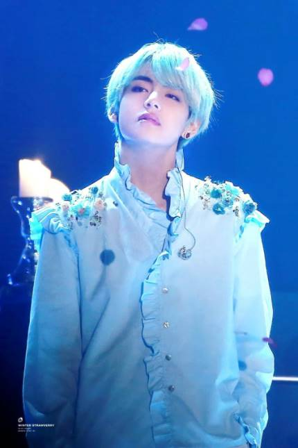 190222 #TaehyungNaver BTS V plays his own melody on the piano on recent vlive sent excitement and expectation up for his new songs  PLEASE LIKE, RECOMMEND AND COMMENT WITH 방탄소년단 뷔 USING FB, TWITTER AND NAVER ACCT    https:// m.entertain.naver.com/read?oid=022&amp;a id=0003342142 &nbsp; …   #방탄소년단뷔 #방탄소년단 #뷔<br>http://pic.twitter.com/6nRBVjQabt