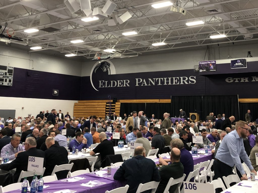 Just here with about 1,200 friends to hear from @Vikings All Pro TE, Walter Payton Man of the Year finalist, @ElderHighSchool &amp; @NotreDame alum, @KyleRudolph82 at the annual @ehsports Alumni Stag. Record-setting crowd to hear from one of #Cincinnati's @NFL stars! #altiora<br>http://pic.twitter.com/te7AGB5noB