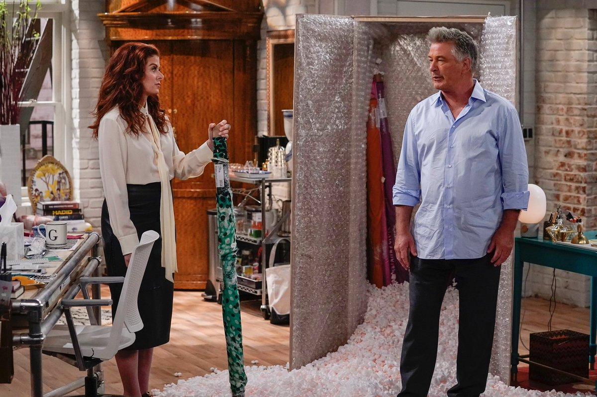 10 minutes EAST COAST until @WillAndGrace and @AlecBaldwin !<br>http://pic.twitter.com/UbI4g2eeni