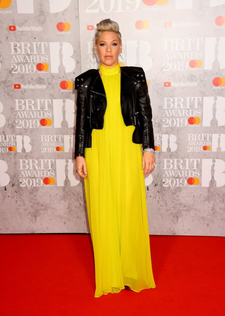 Pink brings a rocker edge to her Cushnie #BRITs look https://t.co/ex3zZtUByE