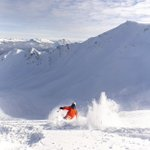 Image for the Tweet beginning: Fluffy powder meets epic views.  Photo