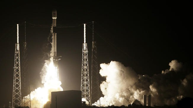 Israel flying to moon after @SpaceX launch: https://t.co/pF6wRq8zWa