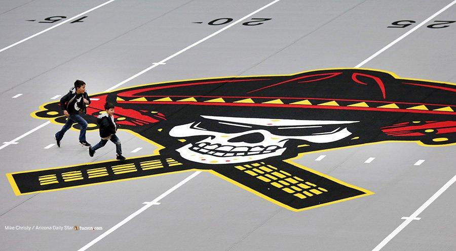 Gray turf for the Tucson Sugar Skulls @IndoorFtballLge team, unveiled today at the Tucson Arena. @TucsonIndoorFB#tucson