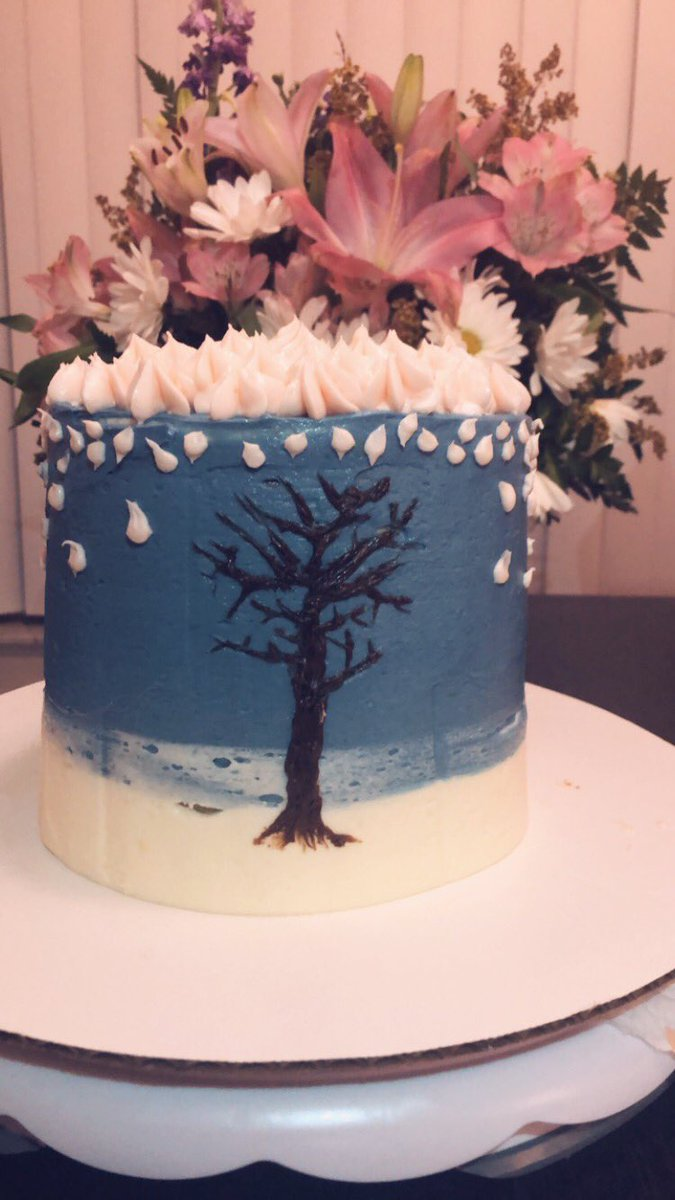 i'm a week late but i just Had to do something for miss Spring Day! Here's a cake inspired by the tree at the end of the video! (plus my favorite stage where flowers were falling from the sky) #TwoYearsWithSpringDay #TimelessSpringDay <br>http://pic.twitter.com/qTkXJladqr