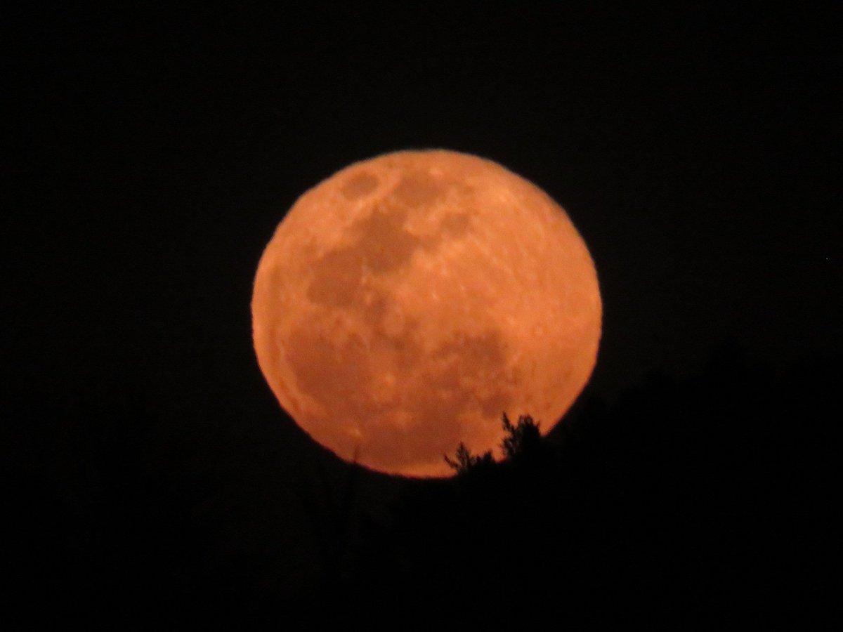 La Luna de hoy a las 1920 hrs – at Celaya