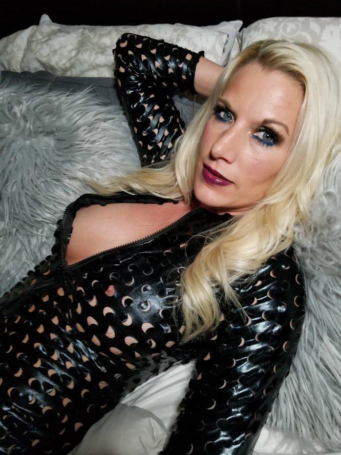 Hope Y'all are having a relaxing Tuesday!!!  xoxo Nola http://flirty_nola.cammodels.com