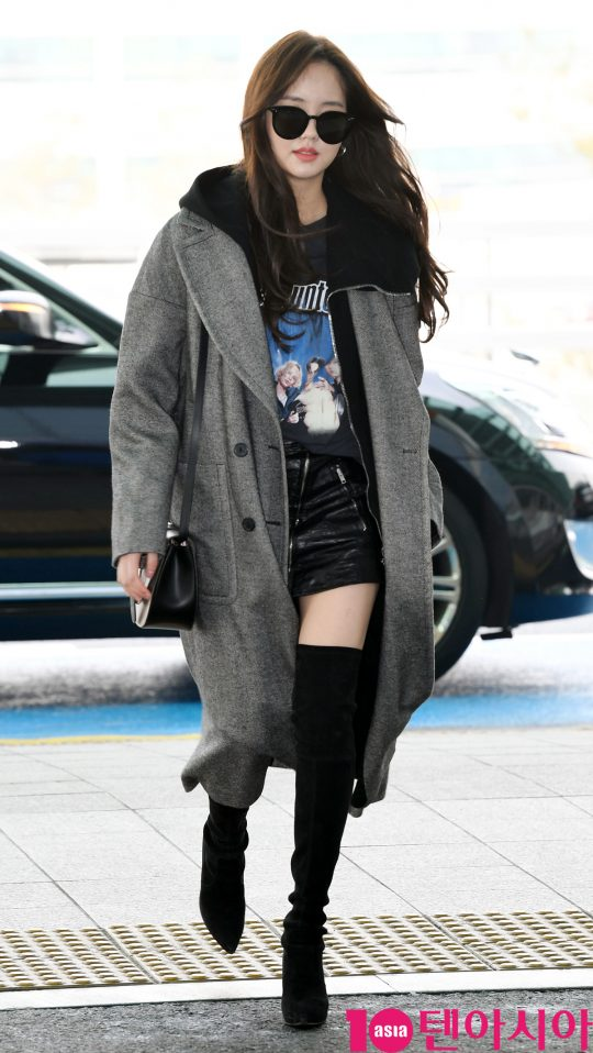4414629189 Kim So Hyun spotted at the airport heading to Singapore ~!pic.twitter.com YSDzUxrU9V