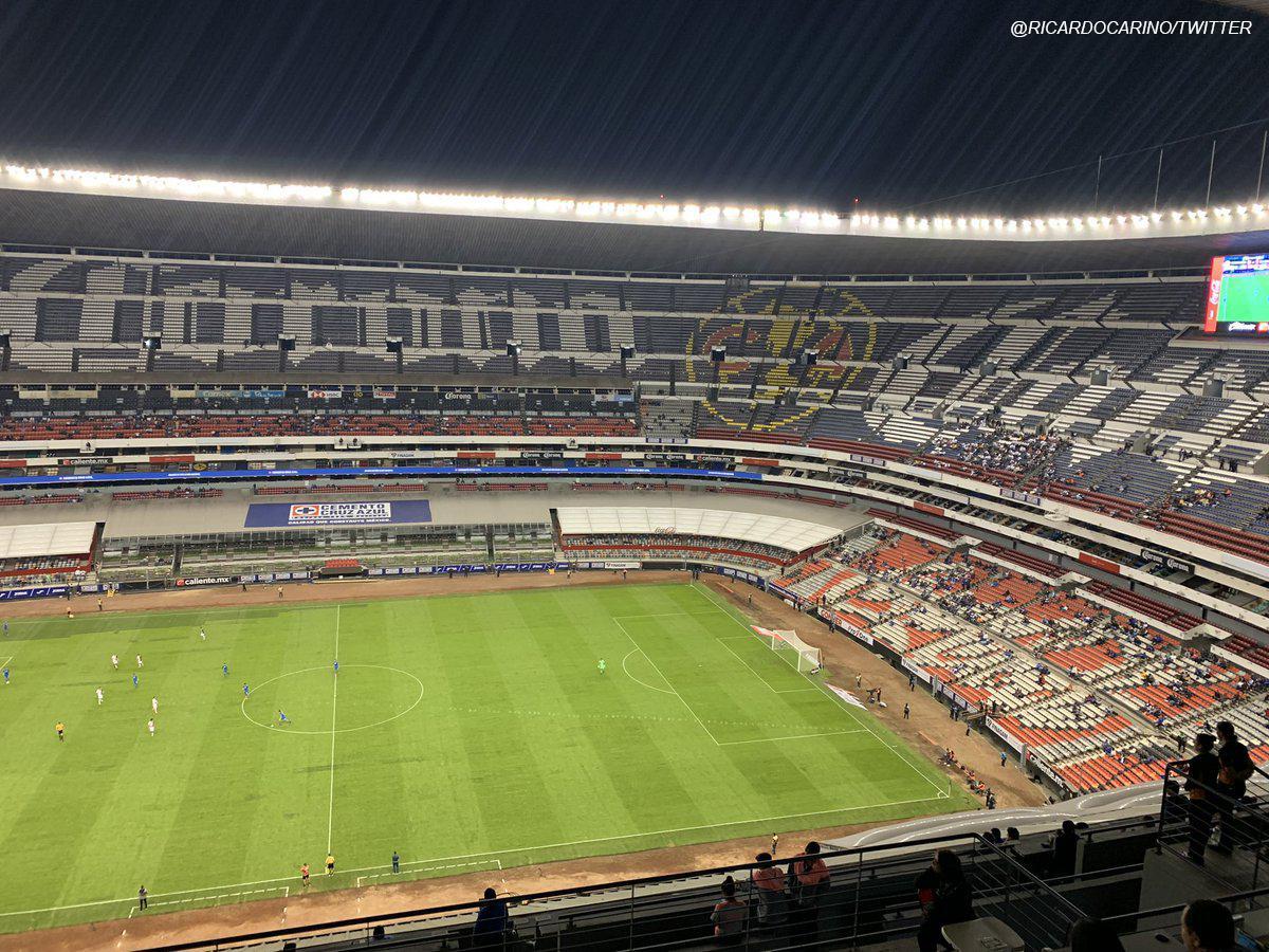 Con tan solo ¡1612 espectadores! en el mítico estadio Azteca, Cruz Azul perdió 1-0 ante Alebrijes Oaxaca (del Ascenso MX) y ¡quedó eliminado de la Copa MX! que había ganado a tan solo 4 meses.