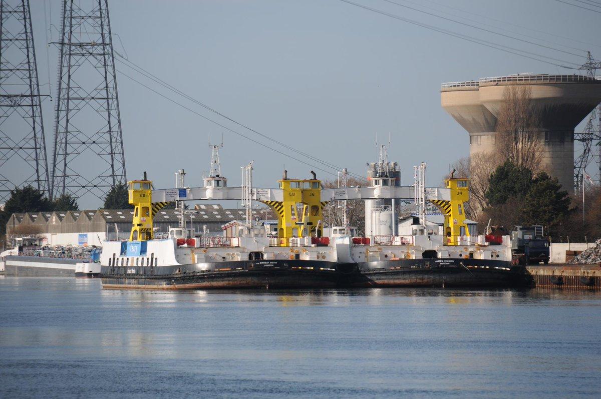 Dz12DITWoAIikDF - The old Woolwich ferries' demise