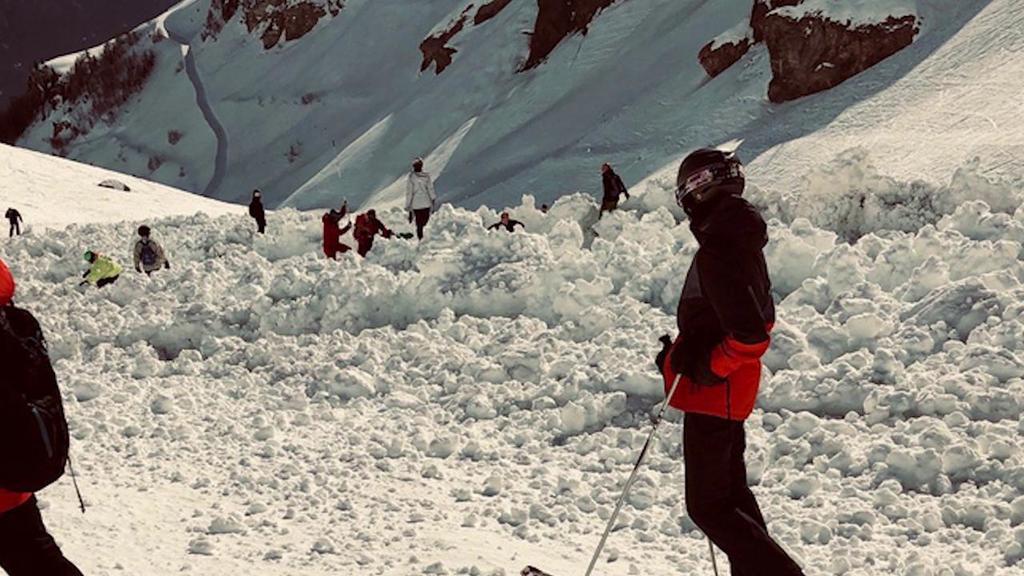 Svizzera, sciatori travolti in pista dalla valanga...