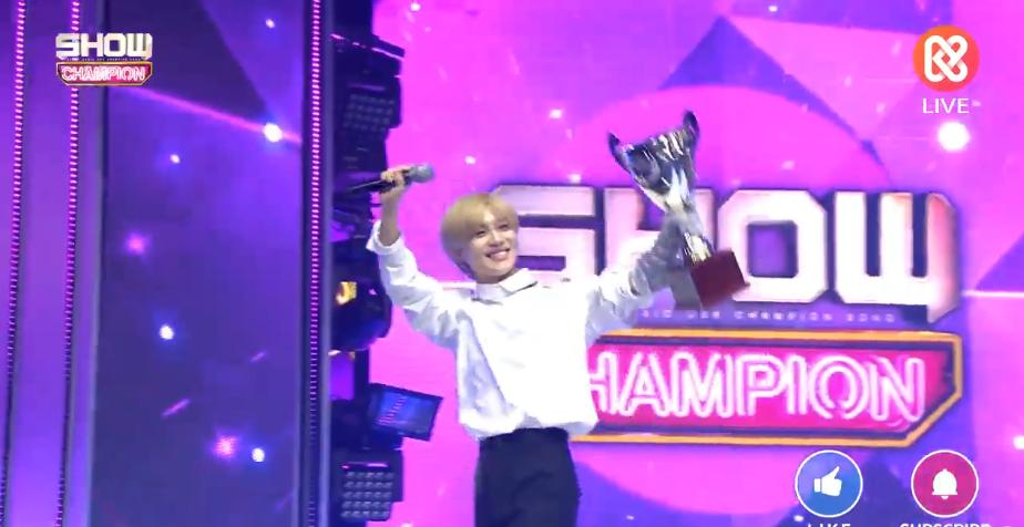 Let&#39;s keep this shining brightest smile! Once again Congratulations SHINee World and specially KING LEE TAEMIN! #WANT1stWin <br>http://pic.twitter.com/4Zxz6ckgEK