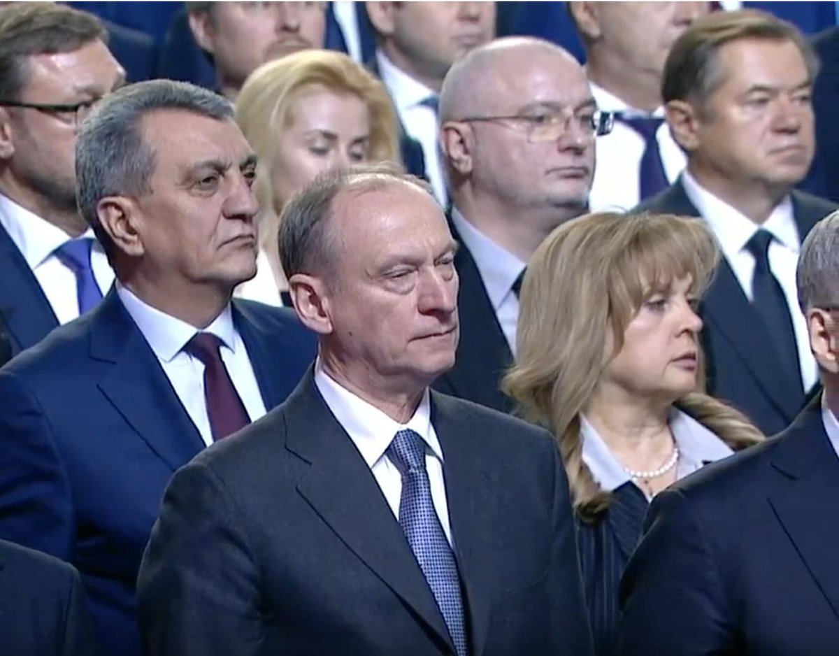 Ну а если серьёзно, то после послания Путина только два вопроса должны интересовать нас всех: 1. Сенатор Клишас был сегодня в часах за 28 миллионов рублей или за 32 миллиона? 2. Насколько громко хлопал Клишас словам о том, что перемены к лучшему мы почувствуем уже в этом году?