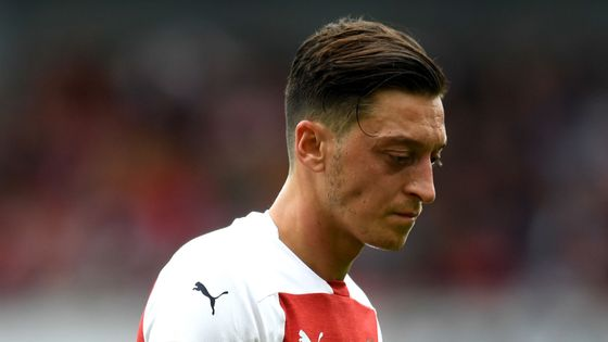 'They need to get him on the pitch and playing for Arsenal because it's their only chance of getting towards the top four.'  Tim Sherwood isn't happy to see Mesut Ozil sitting on the sidelines for Arsenal.  Here's why:  https://t.co/vN1kpNrskX