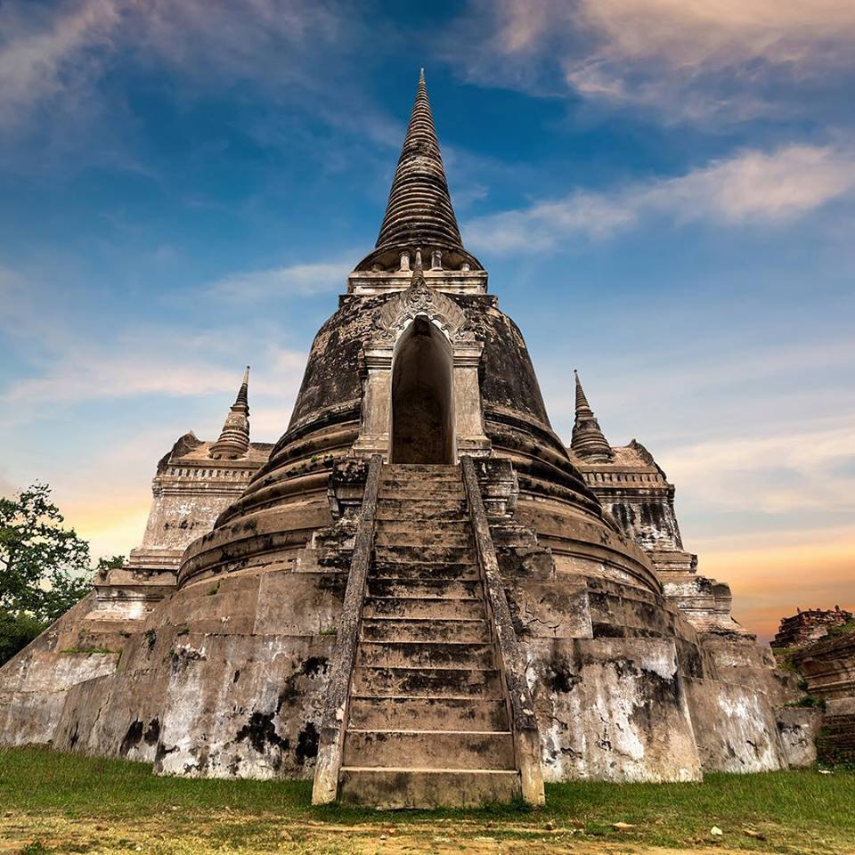 A soul of the Thai sacred architectures, Wat Phra Si Sanphet (circa 1350) in Ayutthaya also provided a template after which the Temple of the Emerald Buddha in Bangkok was built.   #AmazingThailand #OpenToTheNewShades #ReviewThailand #WatPhraSiSanphet #Ayutthaya<br>http://pic.twitter.com/vxlhRWjXgQ