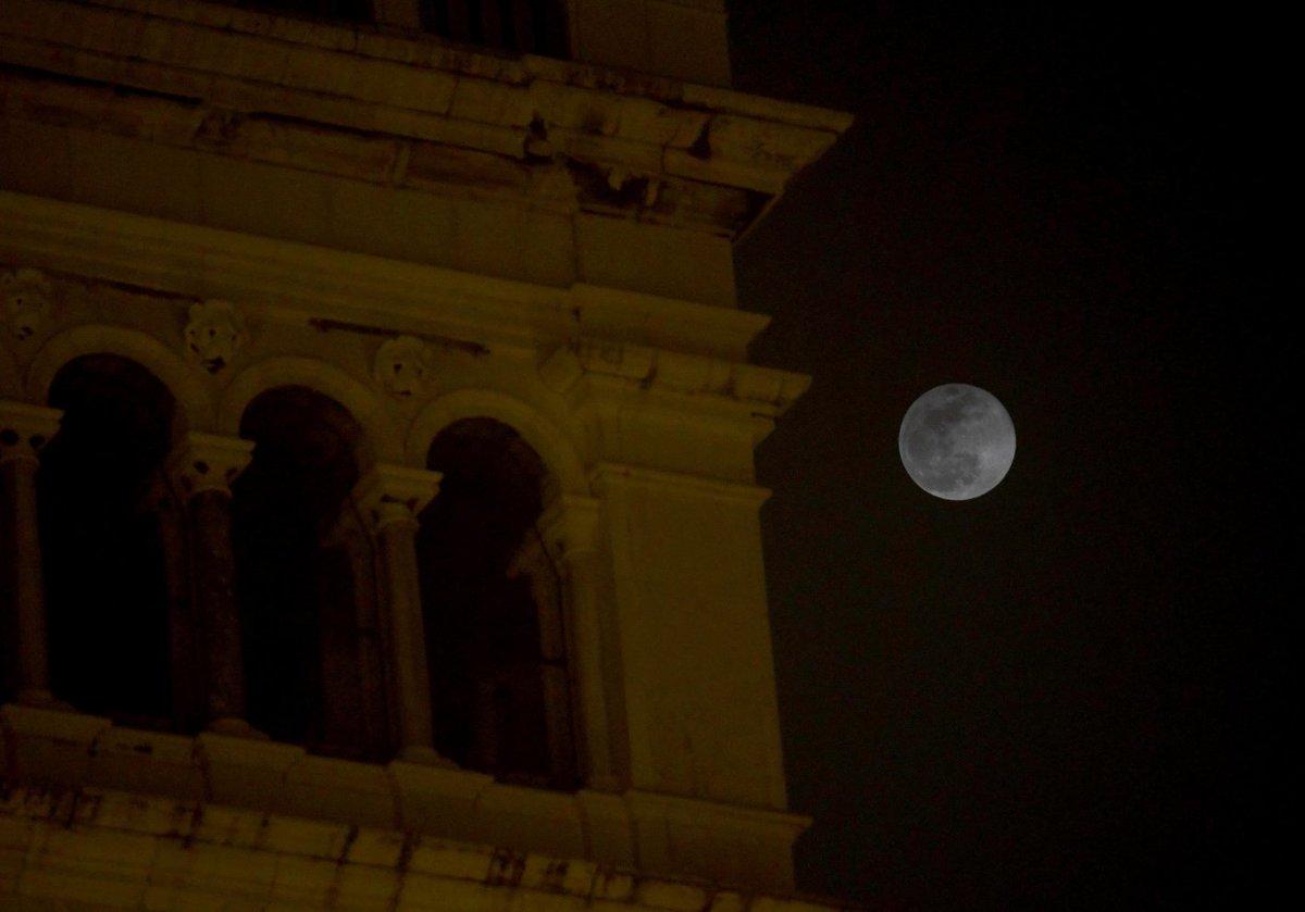 #Venezia, super luna e nebbia. Guarda le immagini ...
