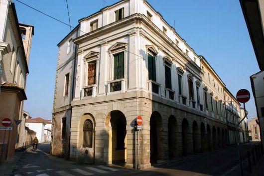 #Treviso Case di lusso, uffici e giardini vertical...