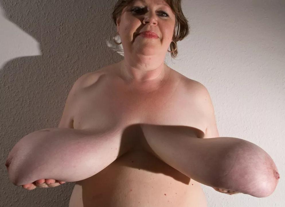Фото с обвисшей грудью, голые жирные старые женщины ролики