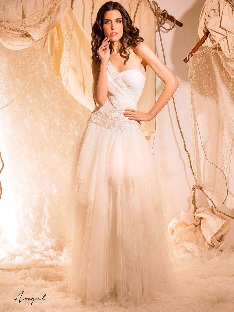 312b74753f Original y bonito para las novias más atrevidas  novia  vestidonovia  boda   tiendamadrid  moda http   ow.ly bpAa30nIRIL pic.twitter.com yUzNEMK1ze