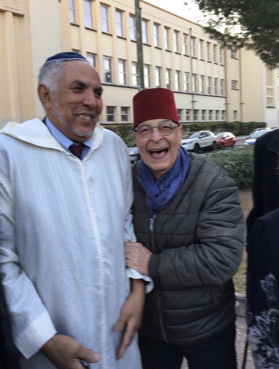 Hier a une manif contre l'antisémitisme dans le Var, à droite mon père ( président de la communauté juive de Draguignan) , à gauche le mufti du var, ils ont échangé leurs signes extérieurs de croyants et ça les fait se marrer. C'est ça la France.