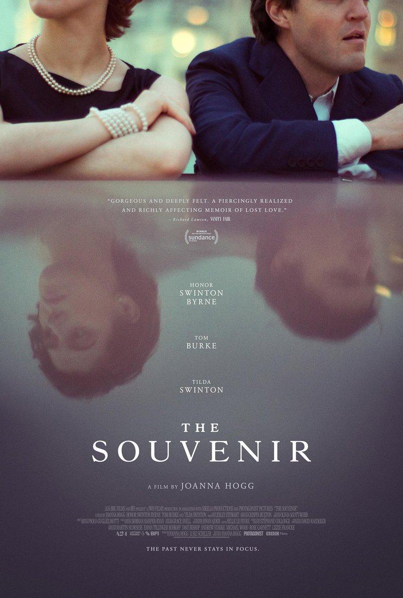 Katıldığı festivallerden ödüllerle dönen, Joanna Hogg imzalı 'The Souvenir' filminin afişi yayınlandı.