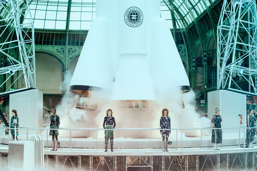 Ten of Karl Lagerfeld's most #extra Chanel show sets: https://t.co/GBFIVmL9ic