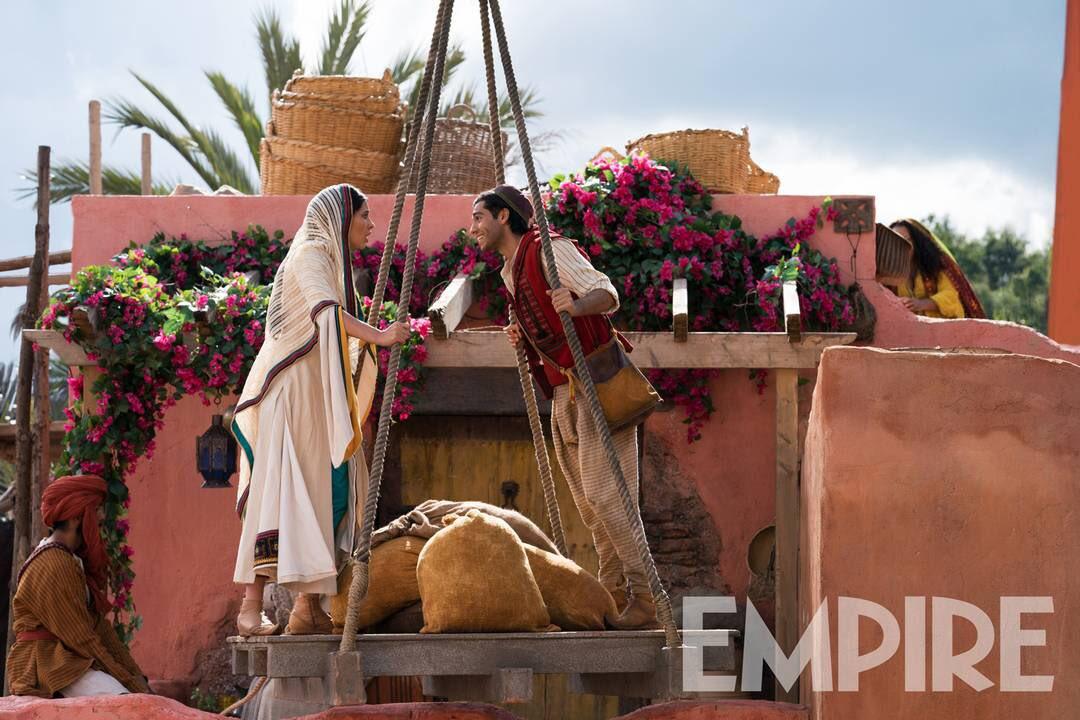 Mayıs ayında vizyona girecek, Guy Ritchie imzalı 'Aladdin' filminden yeni kareler gelmeye devam ediyor.