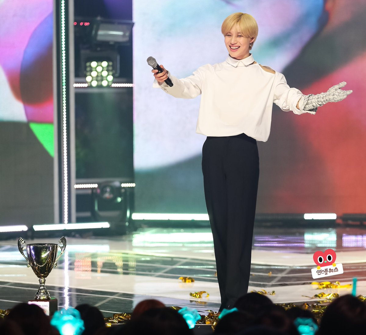 lee taemin blessing your tl <br>http://pic.twitter.com/lYM6o45seM