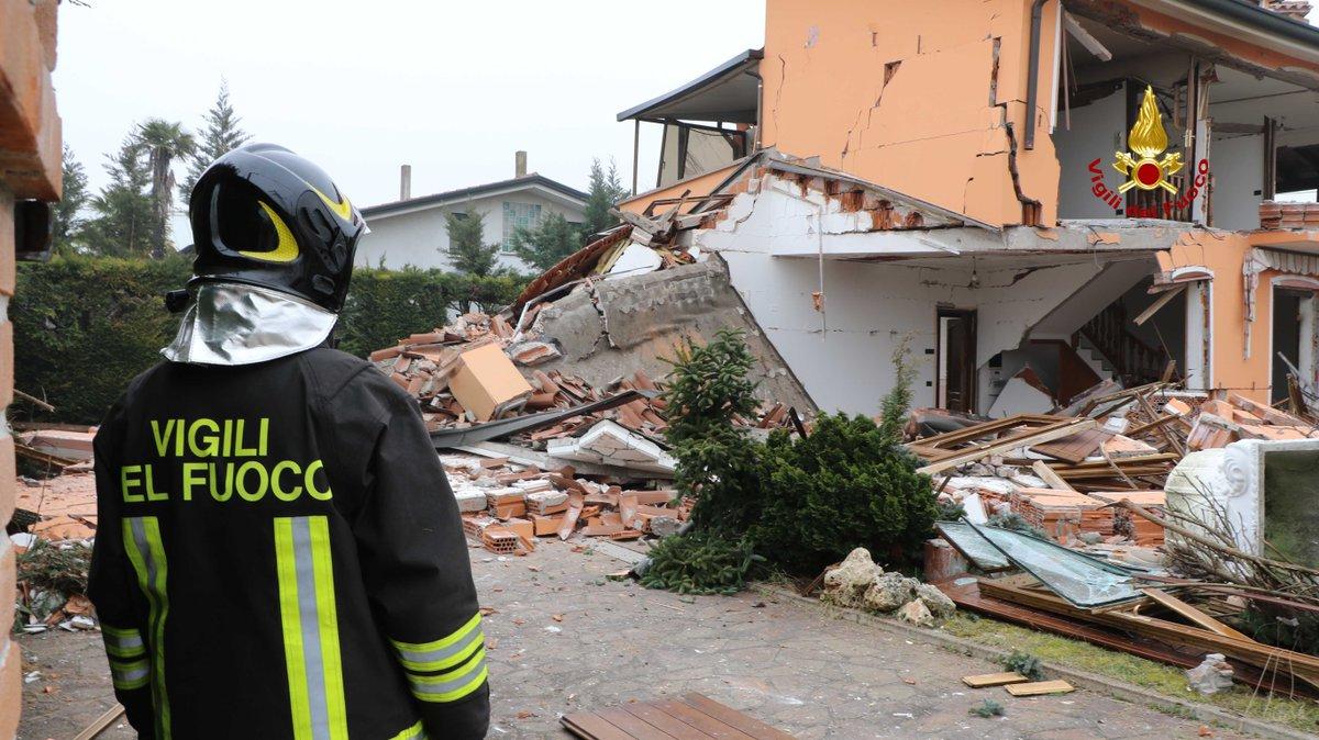 #Padova, esplosione distrugge un'abitazione http...