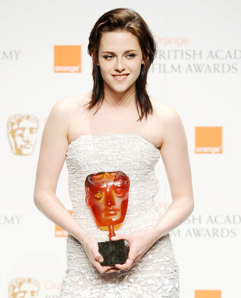9 years ago Kristen Stewart made history by becoming the first American Actress to win #BAFTA  Orange rising award such an amazing moment! Forever proud of her. <br>http://pic.twitter.com/d7nkoTf82J