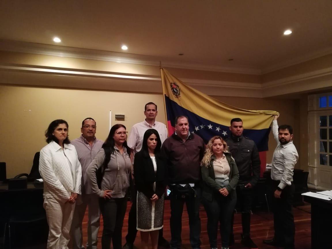 Maduro: Si algo me pasa, ¡retomen el poder y hagan una revolución más radical! - Página 8 Dz2QW65W0AQ1Nmb