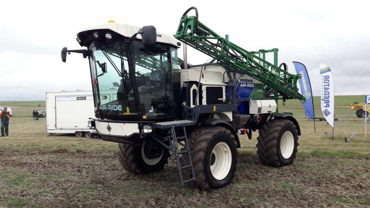Plenty of machines spec'd on Michelin #XeoBib tyres at the National Sprayer Demo day today in Oxfordshire. Here's a @HousehamSprayer AR35 (3,500 litres with a 24m boom) riding on VF 600/60 R28.