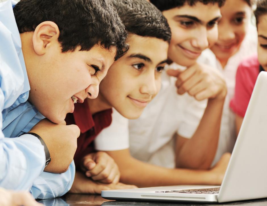 test Twitter Media - I en ny bog er 18 minoritetsdrenge blevet interviewet om deres oplevelser i folkeskolen✏️📚  To tredjedele af drengene fortæller, at de er blevet set skævt til og behandlet fordomsfuldt af deres lærere.  https://t.co/9bjNPyn5fl  #dkforsk #dkvid #skolechat @forskerzonen https://t.co/Hc2CxFEbww