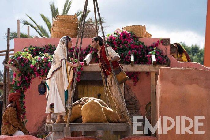 RT theAraf: Mayıs ayında vizyona girecek, Guy Ritchie imzalı 'Aladdin' filminden yeni kareler gelmeye devam ediyor.