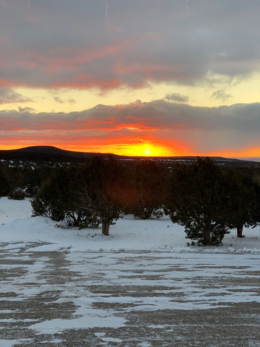 Red sky in the Estancia Valley 🌄   📸: Brian Sanchez @KOB4 #nmwx