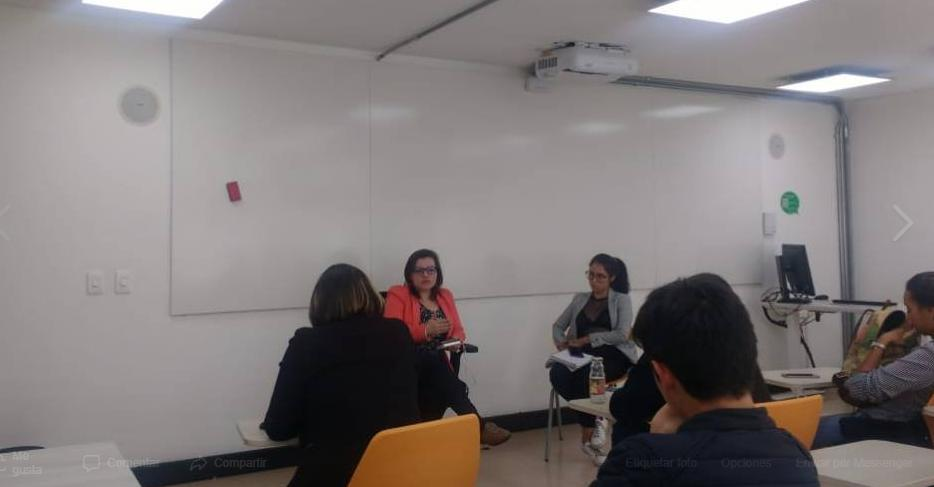 """Ayer en la Universidad del Rosario reflexionamos con estudiantes de los primeros semestre sobre el """"precio"""" de ser mujer en la sociedad y el papel de la División Sexual del Trabajo en el sostenimiento del sistema económico."""