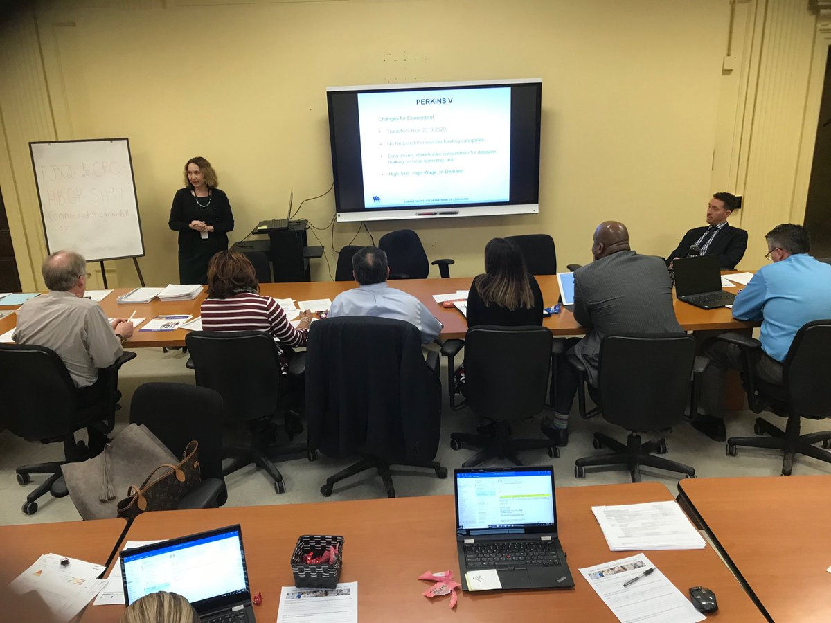 Thanks Ms. Loud for your CTE Presentation to high school principals and district leaders/ supervisors! Waterbury schools moving in the right directions... more to come for CTE <br>http://pic.twitter.com/y7DXJTJRVw