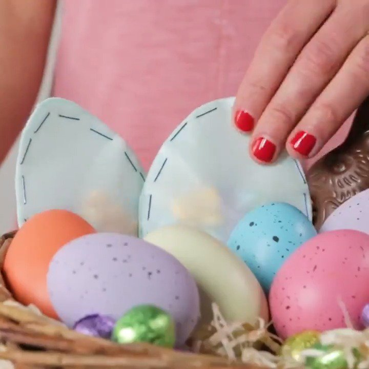 Kids will love making (and opening) these adorable Easter crafts: https://trib.al/XWAyFUG