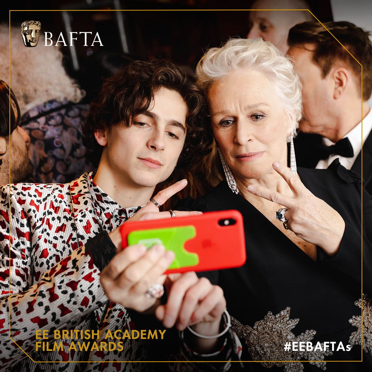 Start your morning off right with a #ThrowbackThursday to the 2019 #EEBAFTAs   Glenn Close knows how to take a great selfie! <br>http://pic.twitter.com/qSuAgDkCmf