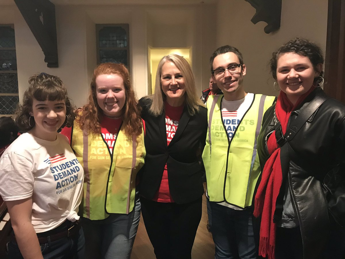 Hundreds of Georgia Volunteers @momsdemand rally at GA Advocacy Day including amazing #studentsdemandaction leaders! Their voices and engagement give us hope! #GAPOL.