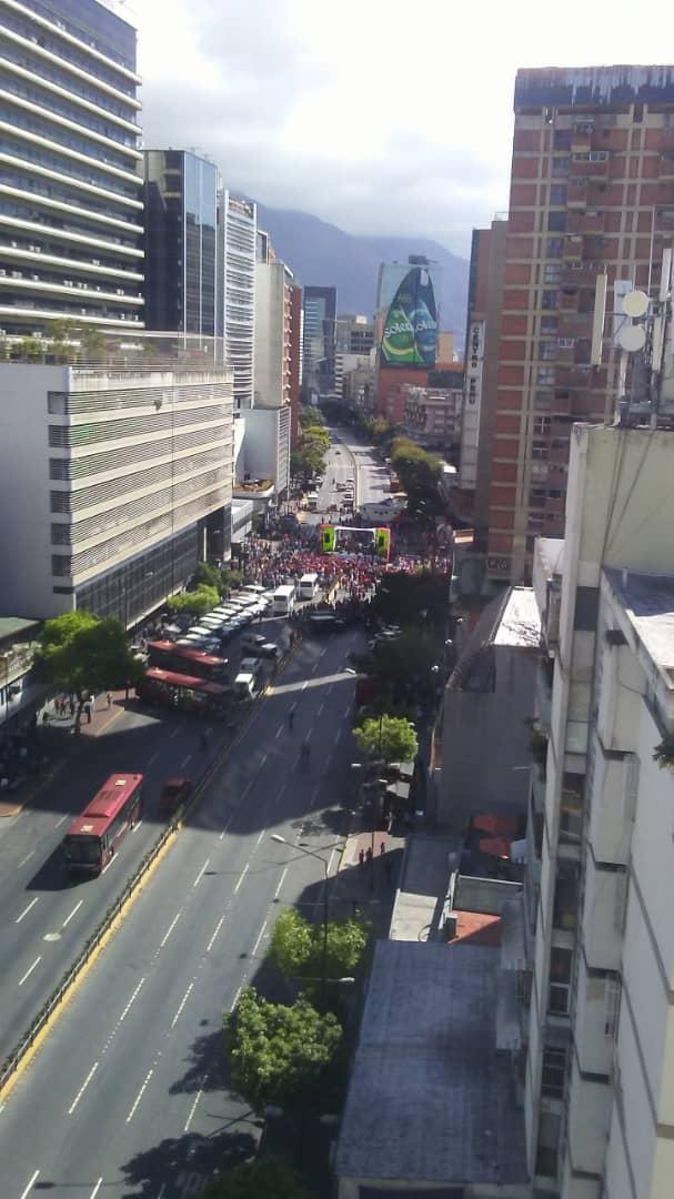 #20Feb 5 autobuses y 15 jeeps es la concentración de transportistas en apoyo a Nicolás Maduro.   - @TVVnoticias