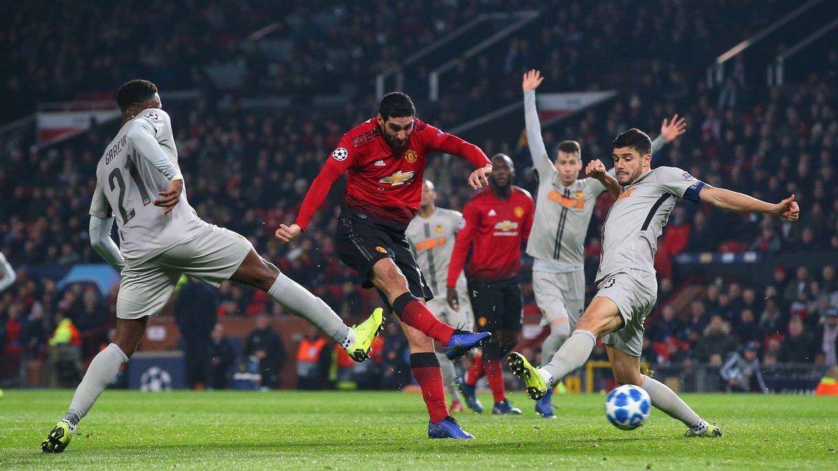 Champions League goals this season:  Marouane Fellaini: 1  Luis Suárez: 0   Long live the king. 👑👑👑