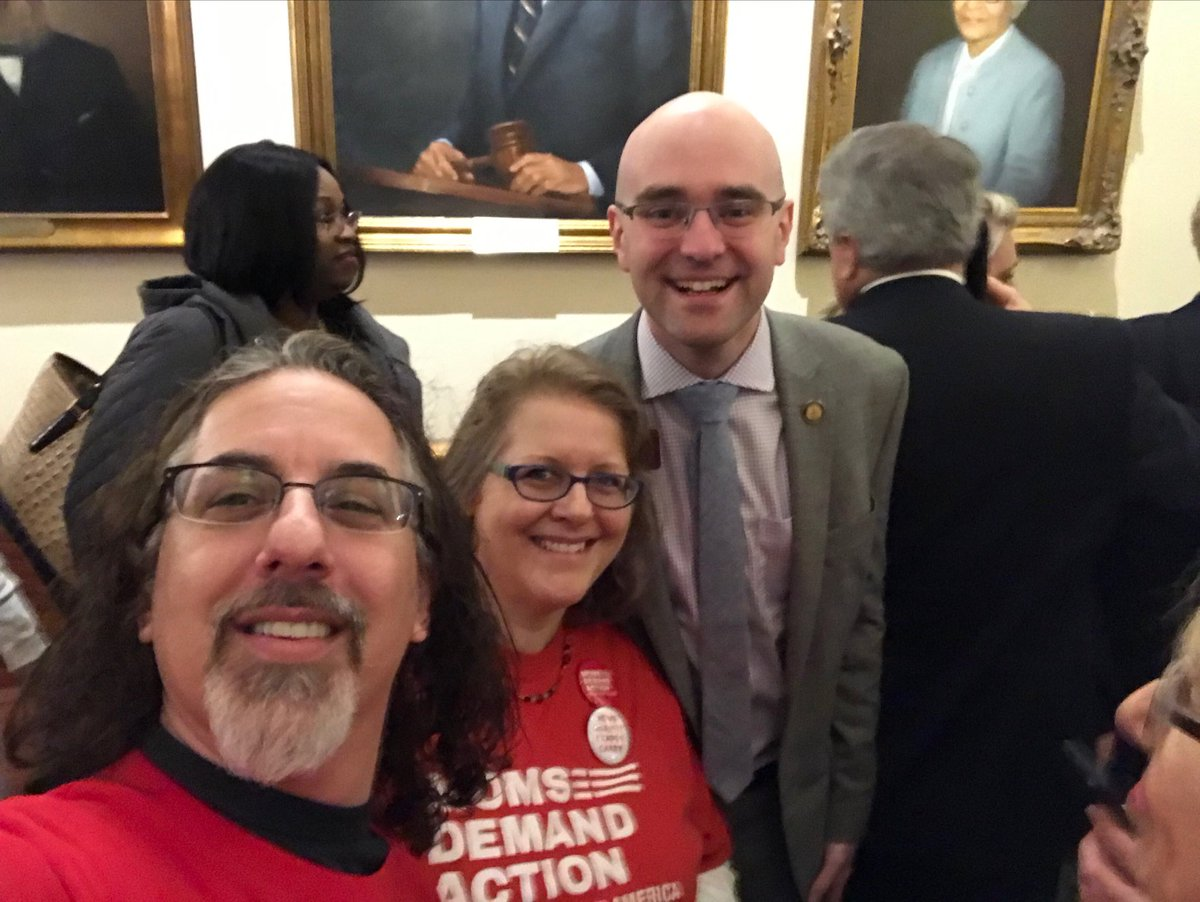 That's my rep! Thanks for meeting with us to talk gun safety, @joshmclaurin! #gapol #ExpectUs @MomsDemand