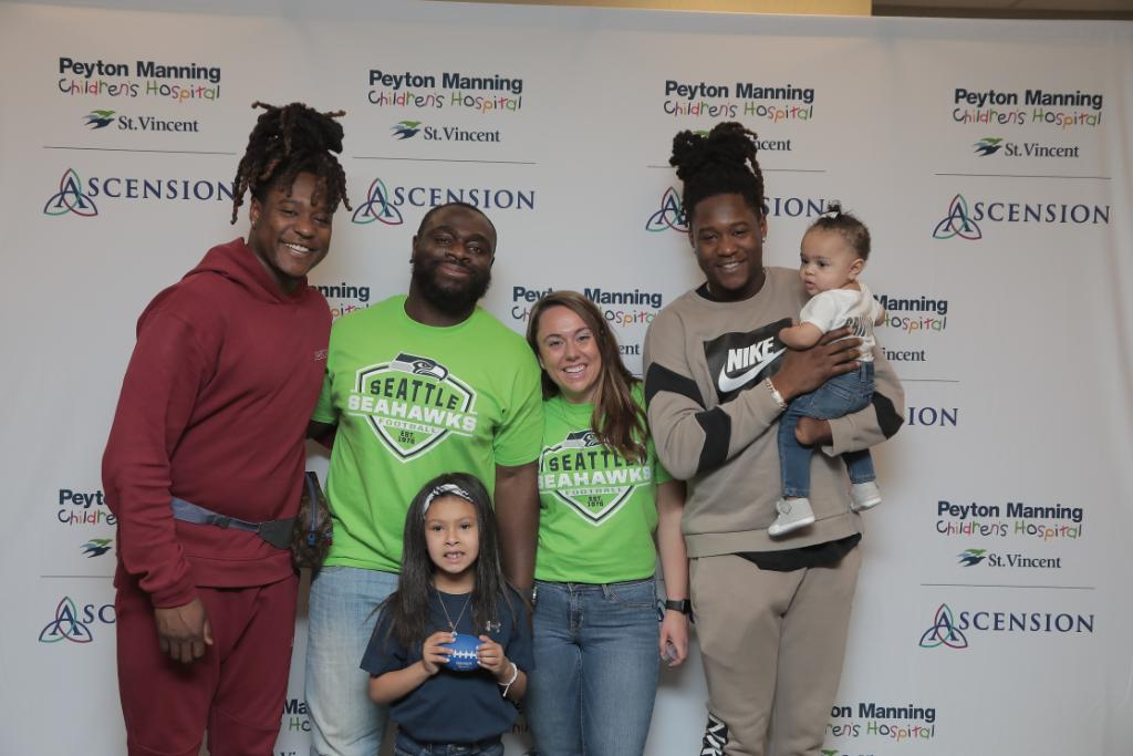 Today's surprise visit from @ShaquillG & @Shaquemgriffin of the @Seahawks brought smiles, encouragement, high fives and hugs to our young patients and families at our pediatric orthopedic outpatient clinic! 🏈