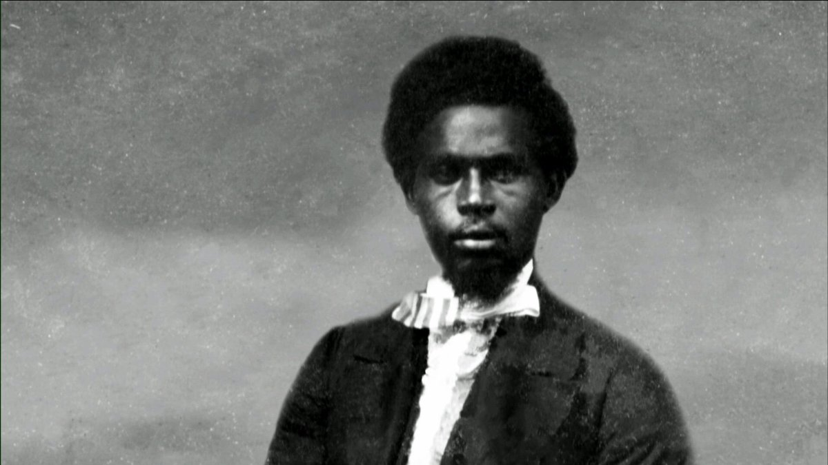 Robert Smalls was 23 when he escaped slavery by disguising himself as a Captain during the Civil War, stealing a Confederate ship to freedom.   Thread below.