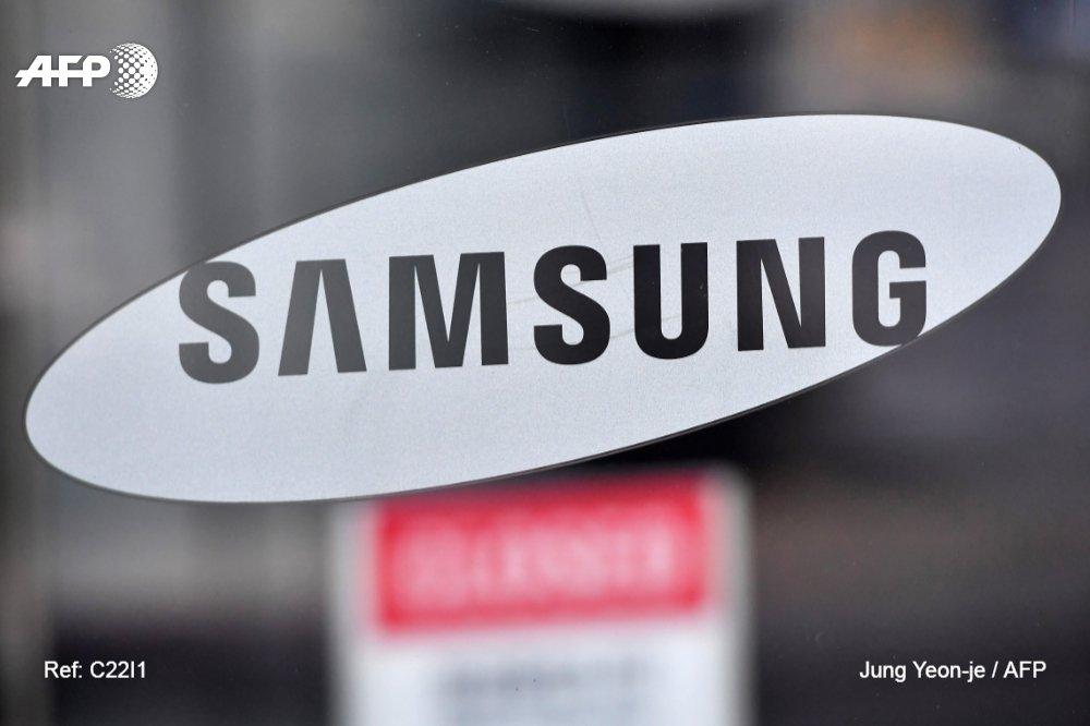 #ÚLTIMAHORA Samsung presenta su smartphone con pantalla plegable, el Galaxy Fold #AFP
