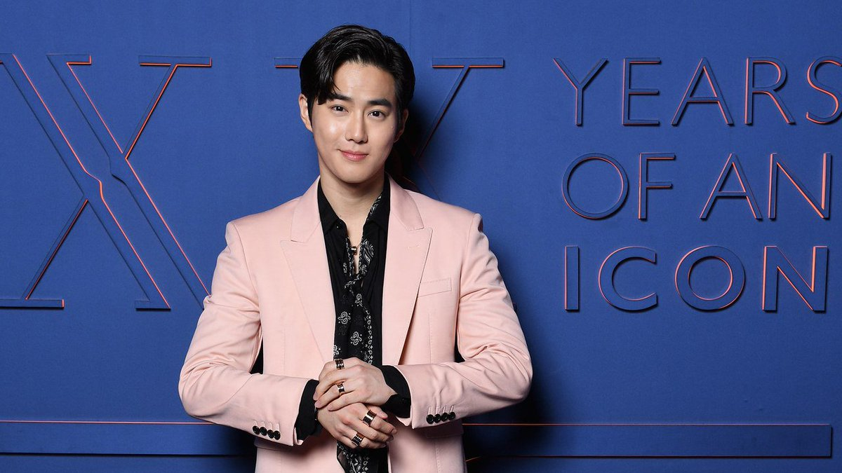 .@weareoneEXO's Suho has his breakout fashion moment in Rome. https://t.co/rfTZLLyXLQ