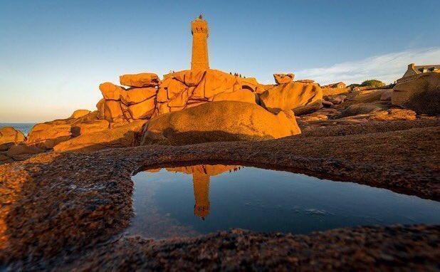 #Bretagne Magiques reflets au #phare de Men Ruz à #PerrosGuirec ! ✨💖✨©MathieuRivrin https://t.co/5XhrPMYjQV https://t.co/tExvrUZ4dL